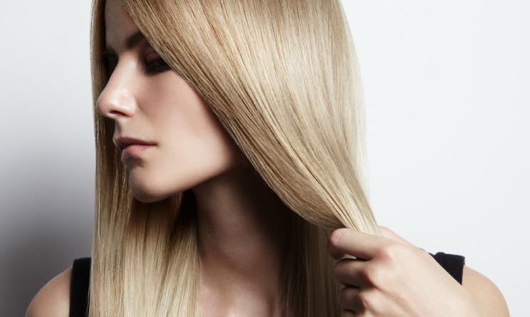capelli lisci senza piastra, capelli lisci senza calore, lisciare capelli in modo naturale, lisciare capelli naturalmente,