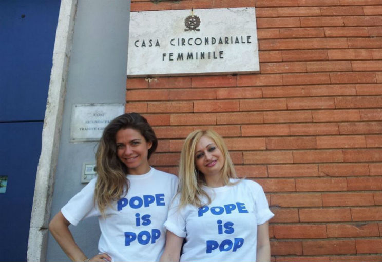 pope is pop flash mob carcere