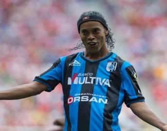 Calciomercato ultimissime, Ronaldinho torna a giocare: ecco le offerte per il brasiliano