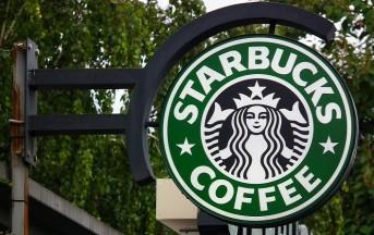 Starbucks Lavoro: offerte 10.000 posizioni ai rifugiati per rispondere a Trump