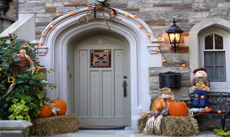 Halloween 2015 decorazioni per la casa fai da te urbanpost for Decorazioni halloween finestra