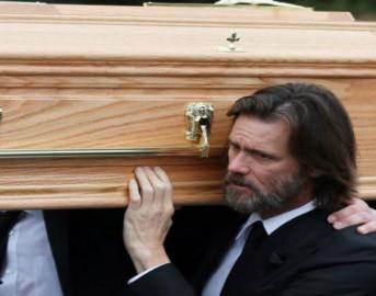 """Jim Carrey al funerale di Cathriona White, l'ultimo struggente addio: """"L'amore non può essere perso"""""""