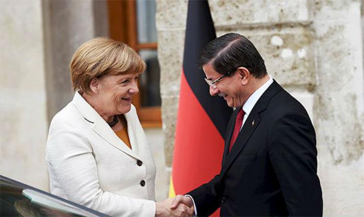 Davutoglu avverte Merkel