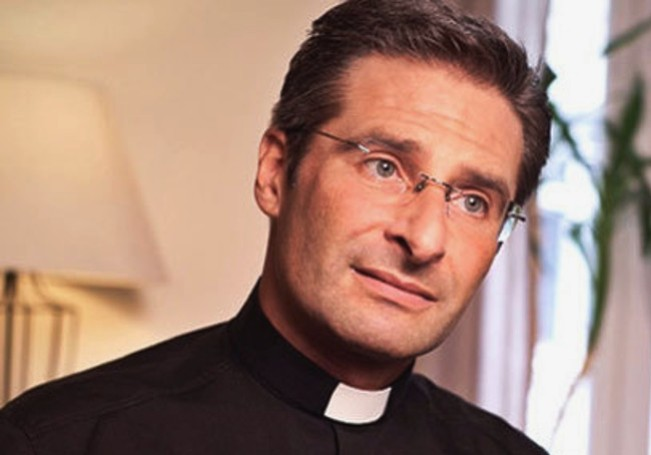 vaticano sacerdote gay