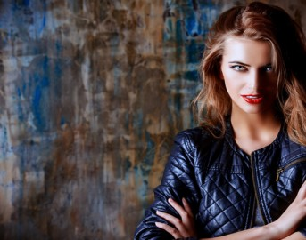 Tendenze moda autunno 2015: come abbinare giacca e leggings di pelle