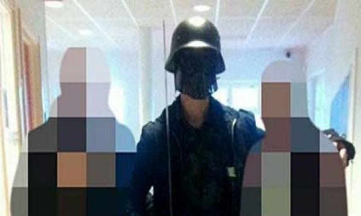 uomo mascherato da star wars entra in una scuola tre i morti