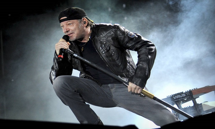 vasco rossi, vasco concerto, facebook, topless censurato