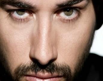 Iago Garcia, l'attore de Il Segreto e Una Vita bacia un'italiana