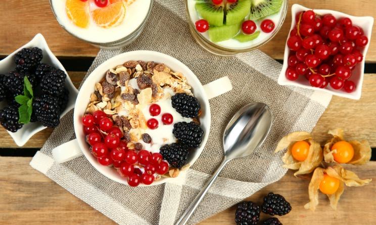 dieta autunno inverno, colazione bilanciata, colazione energetica, colazione nutriente e sana, colazione e dieta, colazione frutta secca,