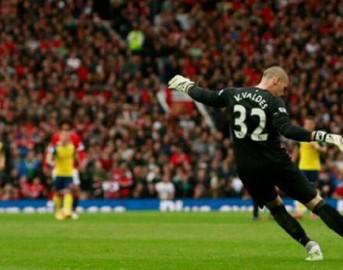Manchester United, Victor Valdes umiliato da Van Gaal: unico escluso dall'evento UNICEF