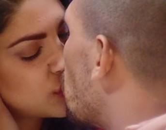 Grande Fratello 14 news, Federica e Livio: bacio appassionato, attrazione fatale