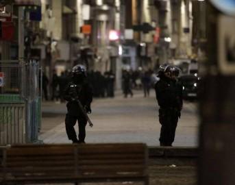 Sventato nuovo attacco a Parigi, Saint-Denis: donna si fa esplodere, tre morti