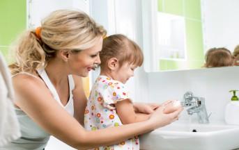 Come insegnare ai bambini a lavarsi: mani, denti, igiene e salute
