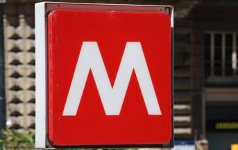 Roma incidente in metro: si stacca sportello treno, terrore fra i passeggeri