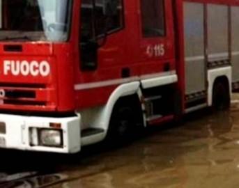 Maltempo: crollano due muri di cinta a Trieste, tracima fiume in Liguria