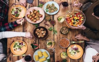 Ospiti a cena: come preparare la tavola per artisti, genitori, amici e colleghi