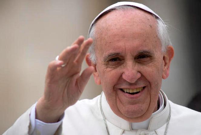 papap francesco ntte bianca dei fedeli a prato