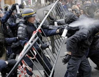 Vertice mondiale sul Clima: alta tensione a Parigi, 289 fermi per la guerriglia di ieri