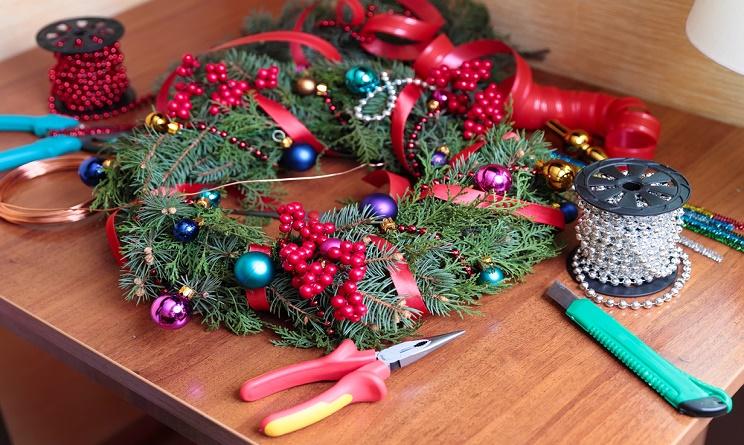 Natale 2015 addobbi casa come creare una ghirlanda fai da for Addobbi casa fai da te