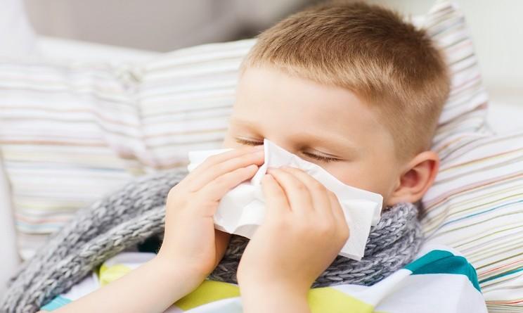 Raffreddore bambini come curarlo: 3 rimedi naturali per farli respirare - UrbanPost
