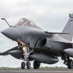 Strage Parigi, Isis: la Francia triplica i bombardamenti in Siria e Iraq