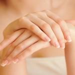 unghie fragili, unghie che si sfaldano, unghie sfaldate, unghie deboli, unghie fragili cause, rimedi naturali unghie fragili, rimedi naturali per rinforzare le unghie, metodi naturali per rinforzare le unghie