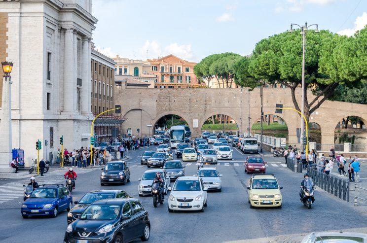 Blocco del traffico a Roma dal 28 dicembre: polemiche per la Metro ferma a Natale