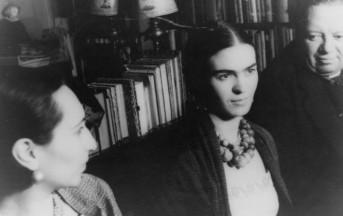 I ritratti di Frida Kahlo in mostra a Bologna: gli scatti più belli di Leo Matiz all'artista messicana