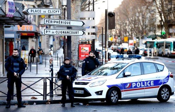 parigi identificato uomo ucciso al commissariato