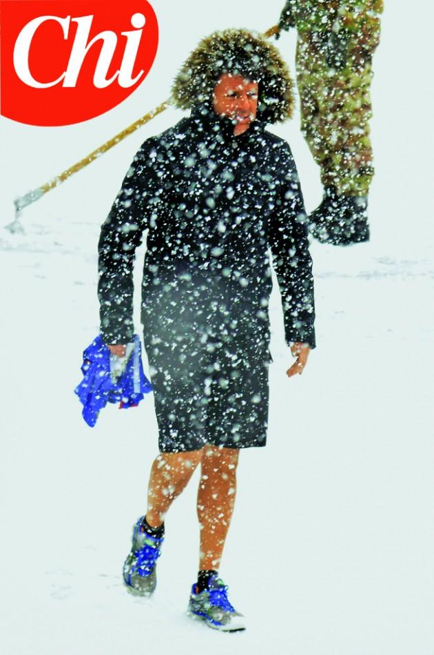 Courmayeur (AO), Matteo Renzi sotto una fitta nevicata in pantaloncini corti al termine dell'allenamento svolto in palestra insieme ai figli
