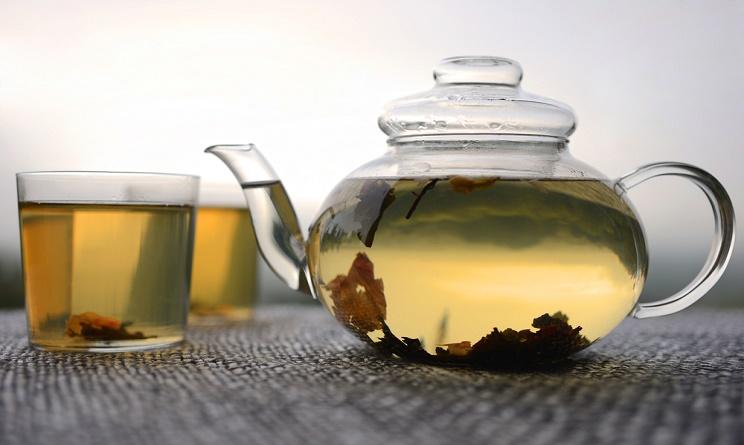 bevande drenanti, bevande drenanti anticellulite, bevande drenanti per la cellulite, bevande drenanti fai da te, bevande diuretiche naturali, bevande diuretiche fai da te, tisane diuretiche,
