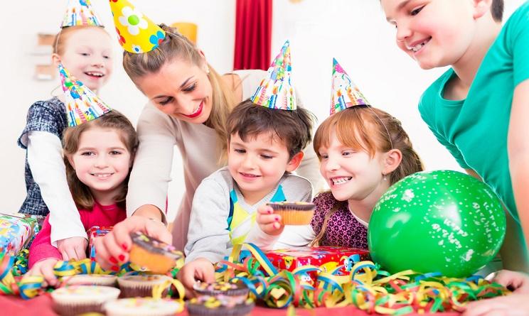 Carnevale 2016 bambini come organizzare una festa in for Grandi bambini giocano a casa