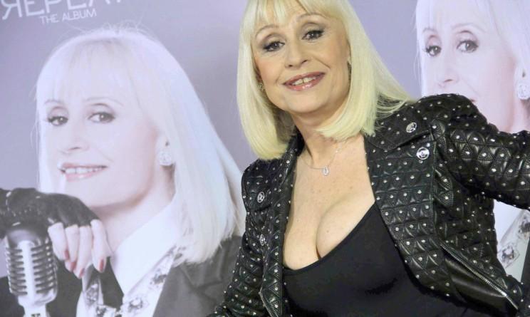 Raffaella Carrà piange a domenica live