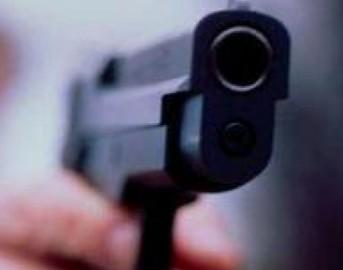 Milano, spara in testa alla moglie poi tenta di uccidersi: sono entrambi in fin di vita