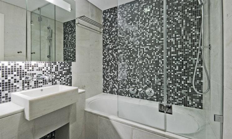 Devi ristrutturare il bagno il box doccia si acquista - Il bagno magazine ...