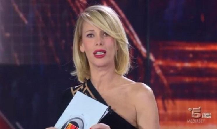 Alessia Marcuzzi Facebook, prova costume superata a pieni ...