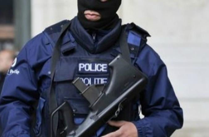 allarme terrorismo belgio uomo armato supermercato