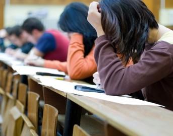 Trento studentessa 'modello' a processo: violava sistema informatico universitario per alzarsi i voti