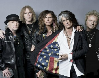 """Aerosmith Steven Tyler, il front-man annuncia: """"Nel 2017 finiamo la nostra avventura"""""""