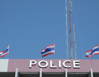 Thailandia: (Video) famiglia inglese in vacanza massacrata in strada da una gang