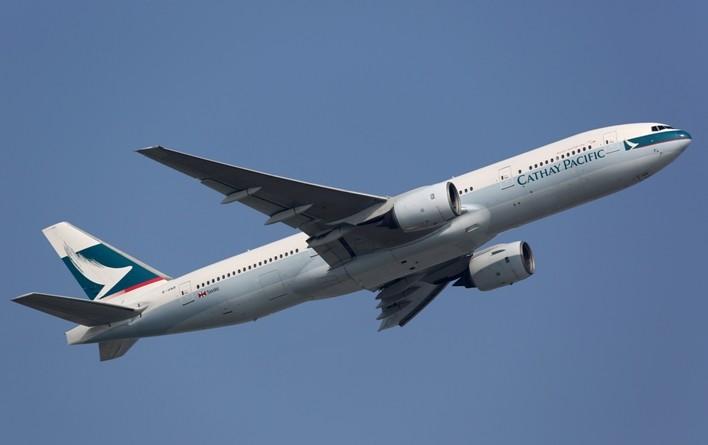 Tragedia in aereo: bimba di 4 mesi muore durante atterraggio d'emergenza