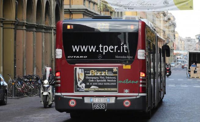 Autobus Bologna autista aggredito