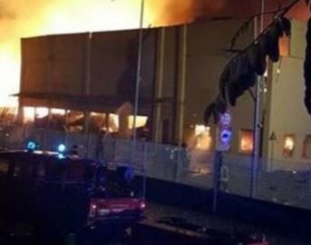 Esplosione a Scarmagno, Torino: brucia una fabbrica chimica, 6 vigili del fuoco feriti