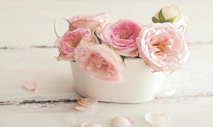 Shabby chic e fiori arredare una casa romantica urbanpost for Fiori di stoffa shabby chic