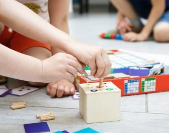 Maria Montessori: chi fu e come funziona il suo metodo educativo