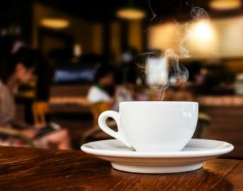 Rimini vetri nella tazzina di caffè: paura al bar, 26enne ricoverato d'urgenza