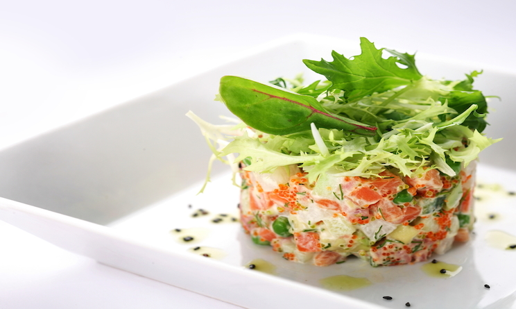 ricette estive veloci insalata uova e salmone urbanpost