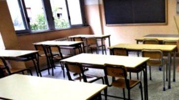 abusi a scuola su 16enne a ragusa