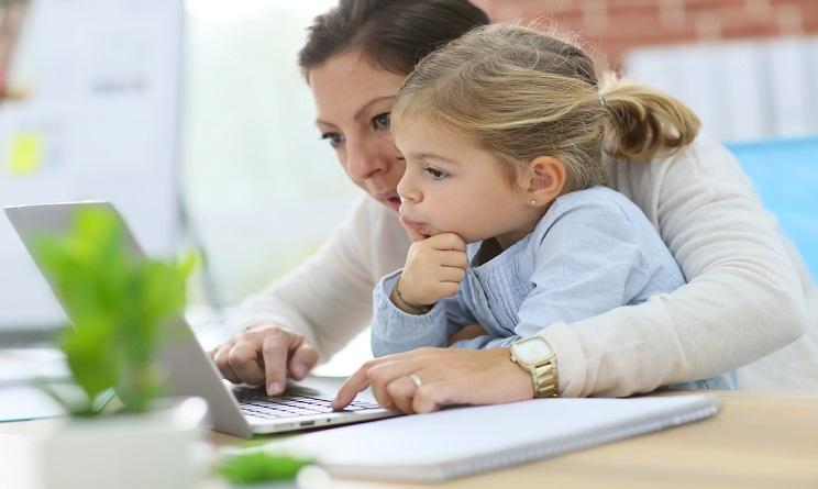 mamme e lavoro, mamme che lavorano, coworking italia, maternità, piano c, coworking cos'è, fare la mamma,