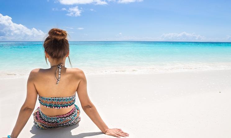 capelli, capelli 2016, capelli in spiaggia, acconciature capelli per spiaggia, pettinature capelli per spiaggia, come legare i capelli in spiaggia, acconciature facili spiaggia, pettinature facili spiaggia,